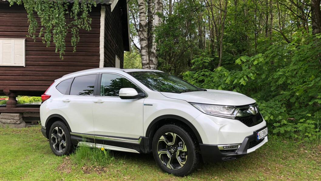 HYBRID FRAMTID: Honda CR-V er blitt en gjennomarbeidet og bra hybrid-SUV. Med gunstigere priser her i Norge, ville den vært en farlig konkurrent til bestselgeren Toyota RAV4.