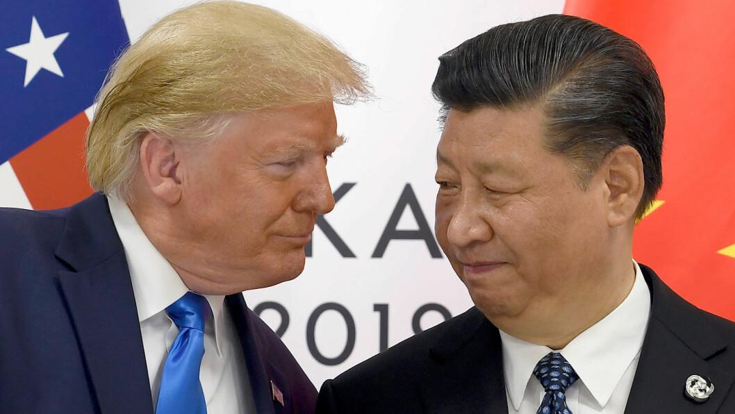 BILKONGER: USAs handelskrig med Kina har kraftig påvirket bilsalget i verdens mest folkerike land. Her er presidentene Donald Trump og Xi Jinping under forrige sommers G20-møte i Osaka. Foto: NTB / AP