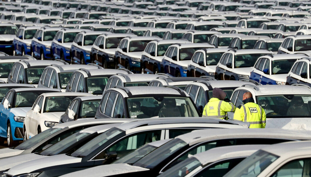 DET GÅR TRÅTT: Det leveres langt færre nye biler til kunder i år enn i fjor.