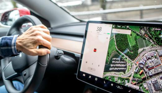 Brukte Tesla-skjermen, straffet for «mobilbruk»