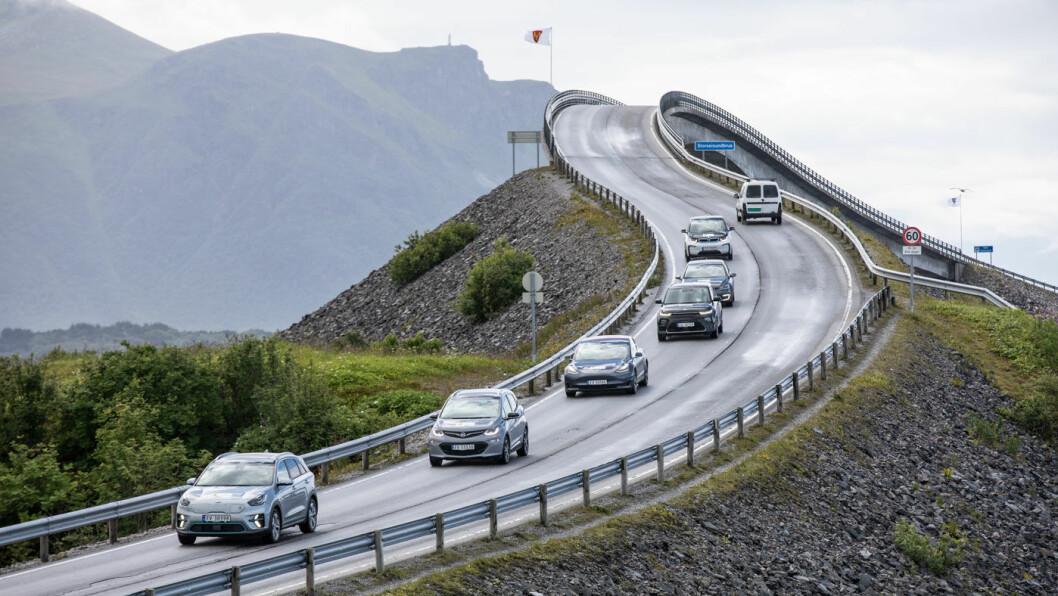 NORSKE TILSTANDER: Elbilene finnes overalt på norske veier, men internasjonalt er bilkjøperne mer tilbakeholdne – og skylder på prisen. Foto: Marius Kromvoll