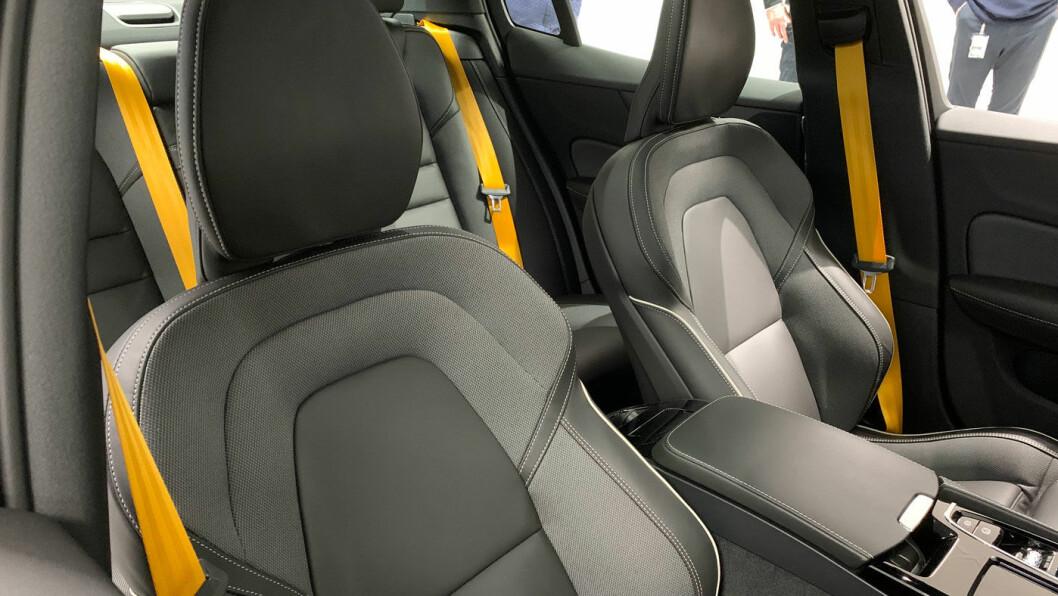 FLASHY: Som i super-hybriden Polestar 1, er setebeltene i S60 Polestar Engineered knallgule. Det liver opp i en ellers mørk kupé.