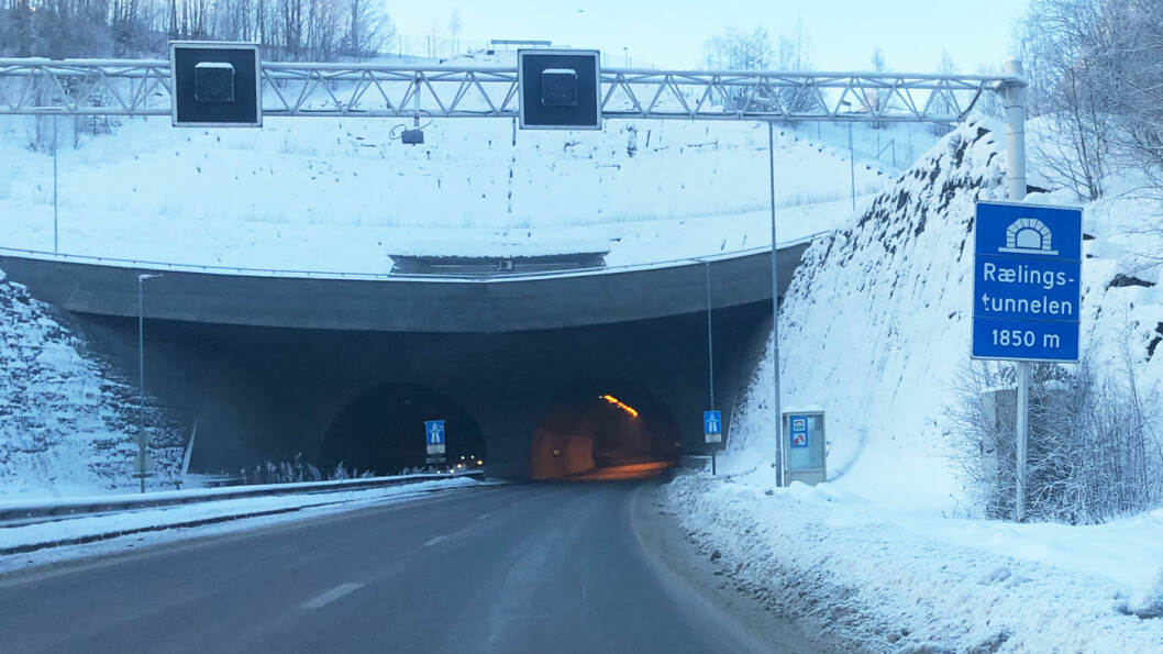 TAR FLEST: Fotoboksen i Rælingstunnelen tok flest i 2019, akkurat som flere tidligere år. Foto: Peter Raaum