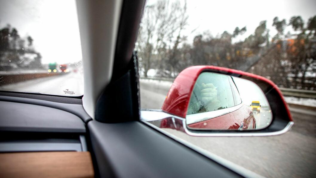 SLÅR TILBAKE: Påstandene om at Tesla-biler kan plutselig kan akselerere utilsiktet, er fullstendig uriktige, hevder Tesla. Foto: Tomm W. Christiansen