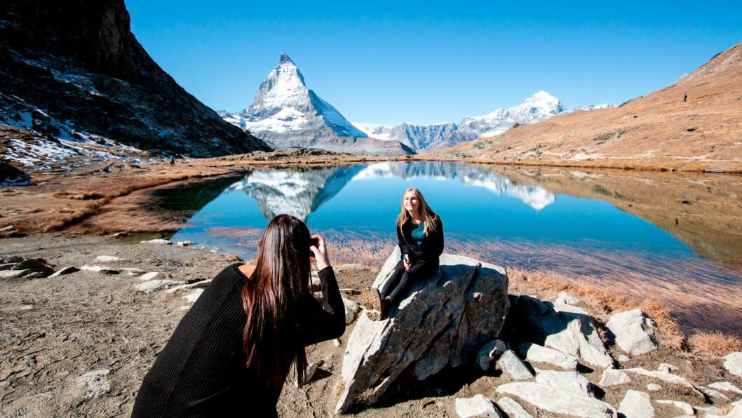 TOBLERONE-FJELLET: Matterhorn er vakkert og imponerende, og sjokoladen har gjort det verdenskjent. Foto: Peter Raaum
