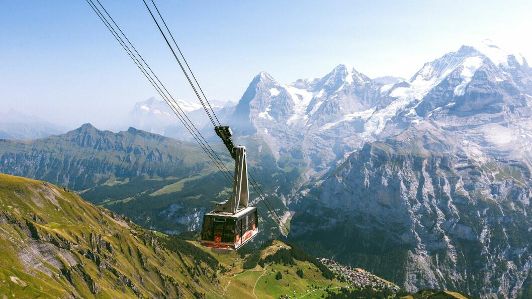 TIL TOPPS: Taubanen tar deg opp i høyden og gir deg en fantastisk utsikt over Alpene. Foto: Michal Kmet/Unsplash