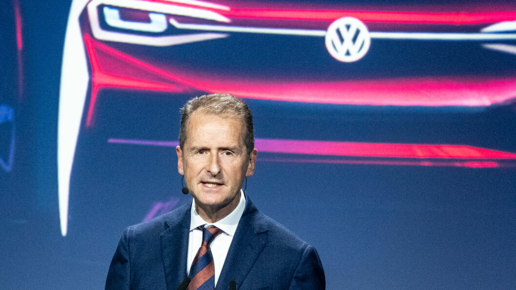 VIL SVARE: Volkswagen-sjef Herbert Diess måtte se at tesla passerte Volkswagen i børsverdi denne uken. Foto: Peter Raaum