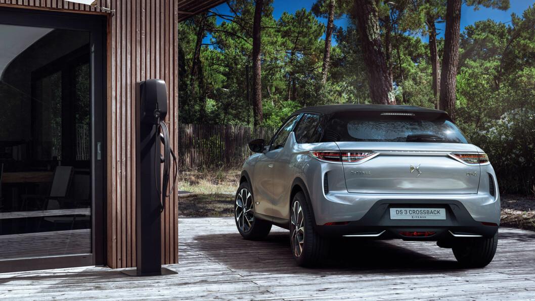 DS3 CROSSBACK E-TENSE: Batteri: 50 kWt. Rekkevidde 320 km. Pris fra 312.000 kroner.4WD: Nei. Tilhengerfeste: Nei.