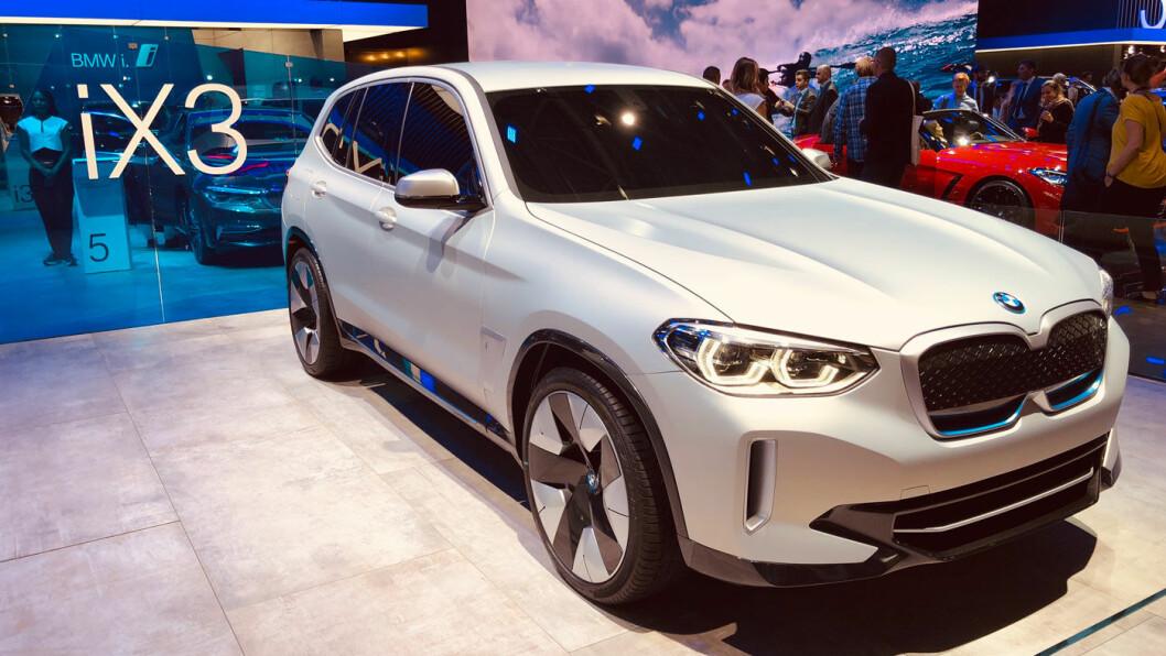 BMW IX3: Batteri 74 kWt. Rekkevidde over 400 km. Pris fra ca. 500.000 kroner.4WD: Nei (bakhjulsdrift) . Tilhengerfeste: Ja (tilvalg).