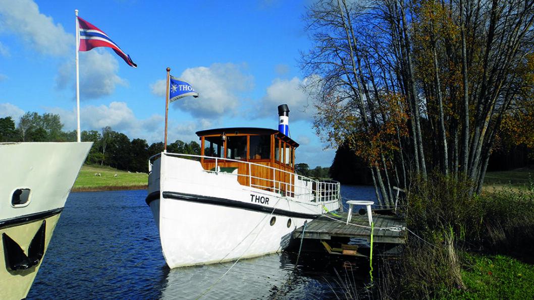 SLUSENE: Ved Strømsfoss ligger gamle og nye rutebåter og venter på turister. Foto: Per Roger Lauritzen
