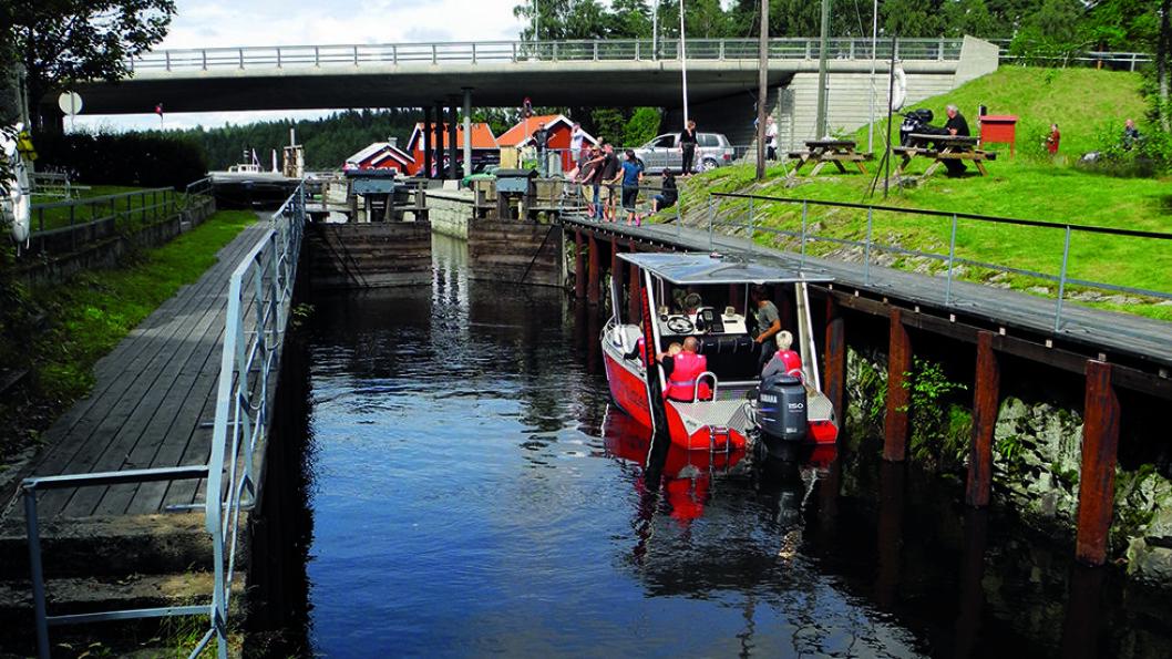 PÅ VANNET: Småbåter og padlere drar gjennom slusene i Ørje og Haldenvassdraget. Foto: Per Roger Lauritzen