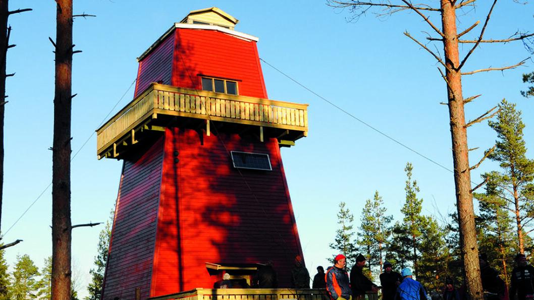 OVERNATTING: Det gamle branntårnet på Haukenesfjellet i Rømskog er blitt turisthytte. Foto: Per Roger Lauritzen