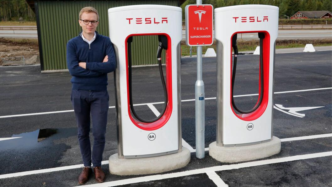 PRISHOPP: Even Sandvold Roland, informasjonssjef i Tesla Norge, bekrefter at prisen på Model Y nå er hevet nær sju prosent. Foto: Henrik Skolt, NTB / scanpix