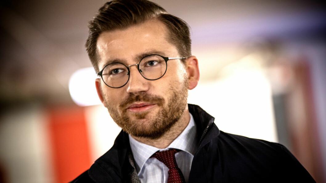 LOVER IKKE: Klima- og miljøminister Sveinung Rotevatn vil ikke svare direkte på om målsettingen om 50.000 hydrogenbiler i 2026 ligger fast. Foto: Tomm W. Christiansen