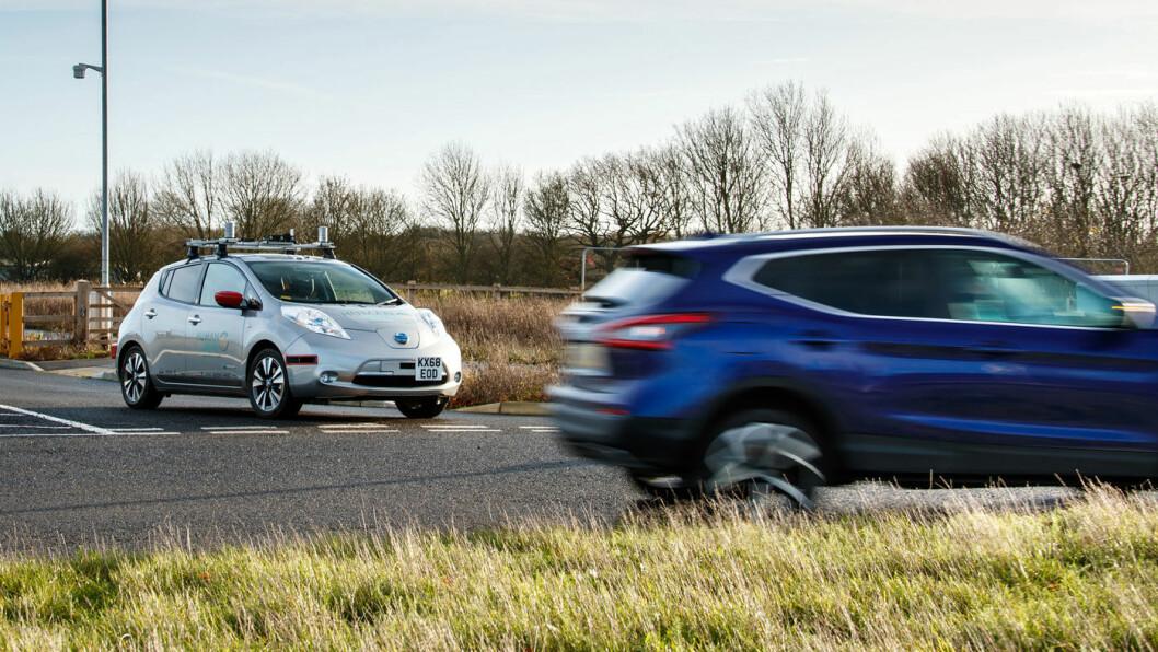 VENTER PÅ TUR: Slik ser det ut når en selvkjørende bil venter på klar (vei)bane.