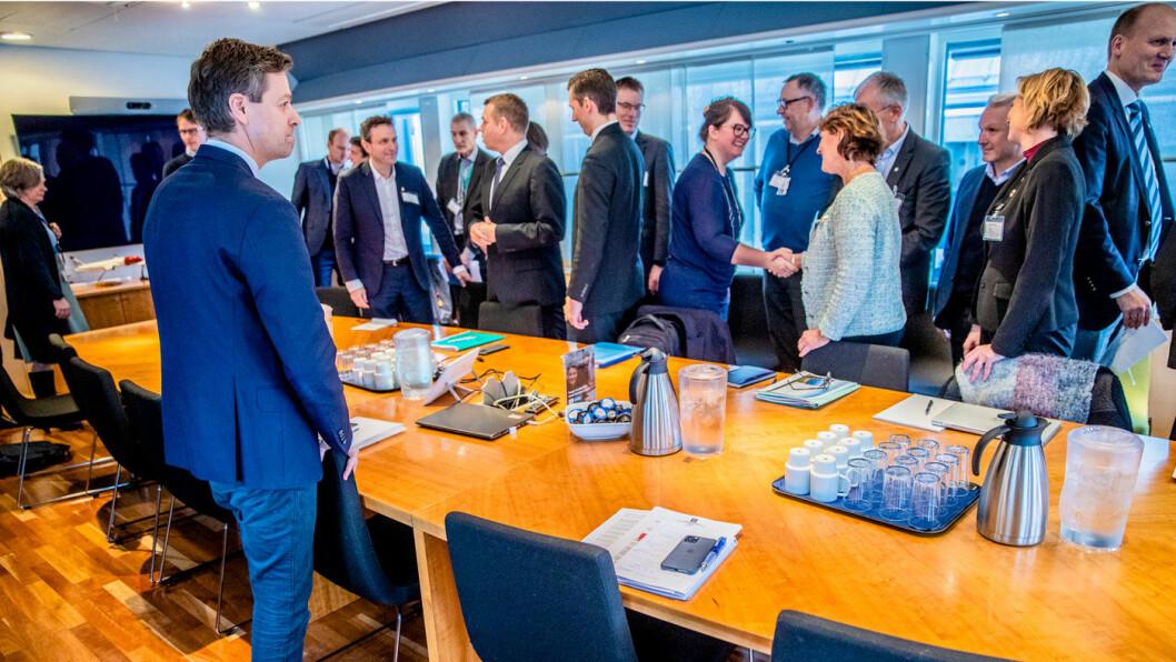 NYTT E18-MØTE: Den nye samferdselsministeren Knut Arild Hareide hadde mandag sitt første møte med kommunale og fylkeskommunale representanter i E18-striden – som tilsynelatende har diskutert saken før… Foto: Stian Lysberg Solum / NTB scanpix