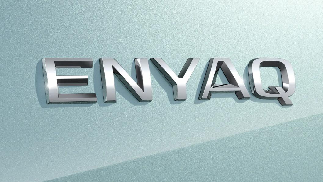 EKTE VARE: Logoen er det nærmeste vi kommer bilde av den virkelige bilen –uten kamuflasje.