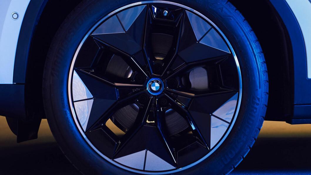 EFFEKTIVT: BMWs nye felgdesign har optimal aerodynamikk og skal gi en elbil forbedret rekkevidde. For nye iX3 anslår BMW forbedringen til rundt en mil. Foto: BMW