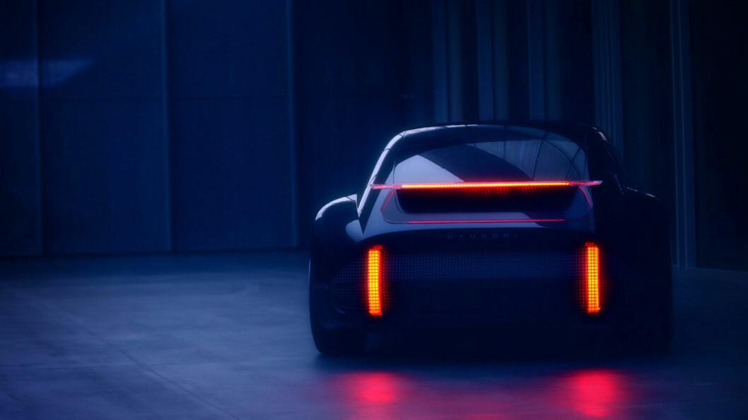 LYSENDE FRAMTID: Dette er linjene og lysdesignet som vil gå igjen i neste års elbiler fra Hyundai. Konseptbilen heter Prophecy, og vises fram 3. mars. Foto: Hyundai Motor