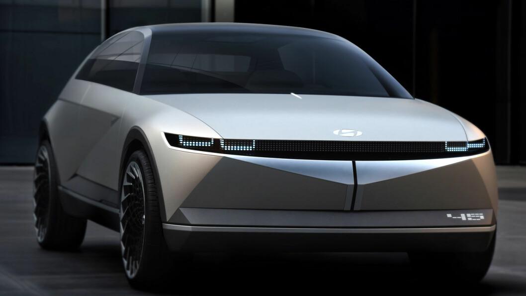 FORRIGE KONSEPT: Sist høst viste Hyundai fram denne konseptbilen, 45, under utstillingen i Frankfurt.