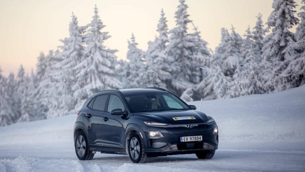 ØKER FORSPRANGET: Hyundai Kona har imponert i rekkeviddetestene til Motor og NAF. Fra mars utstyres bilene med dekk som skal forbedre rekkevidden ytterligere. Foto: Tomm W. Christiansen