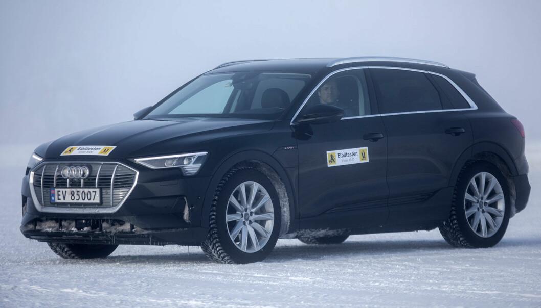 Audi e-tron 55: Fullades på en kaffepause
