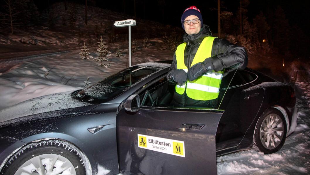 PUNKTUM FINALE: Her er det slutt for lengdevinneren Tesla Model S og testsjåfør Nils Sødal.