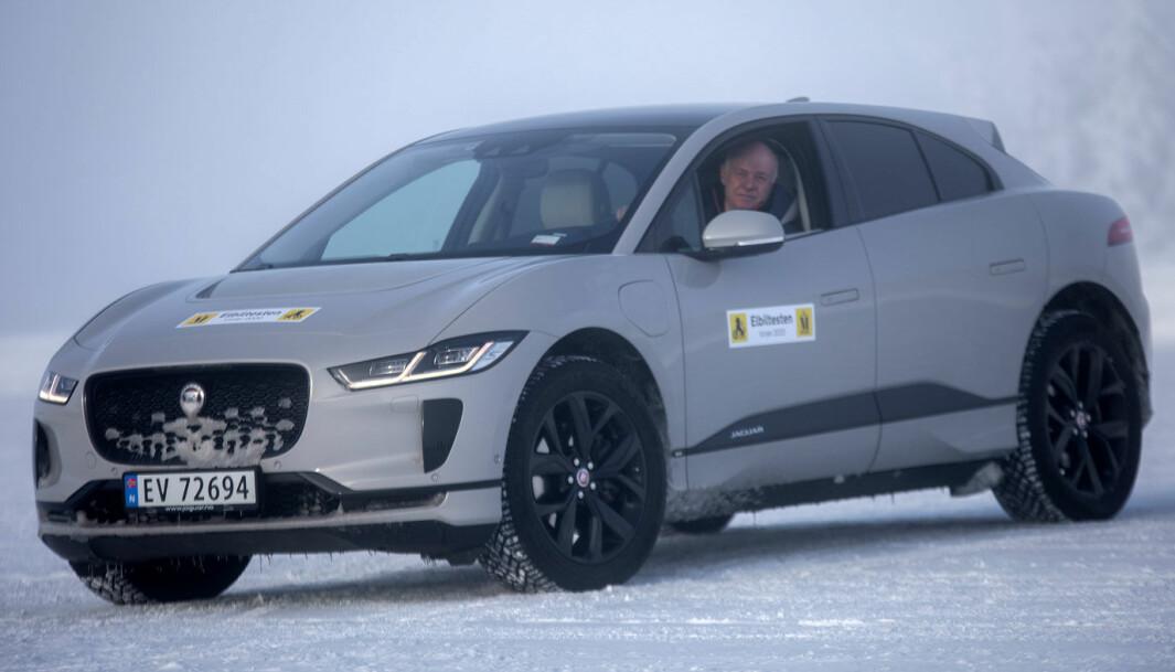 """<span class=""""font-weight-bold"""" data-lab-font_weight_desktop=""""font-weight-bold"""">JAGUAR I-PACE:</span> SUV-en er Jaguars første helelektriske bil."""