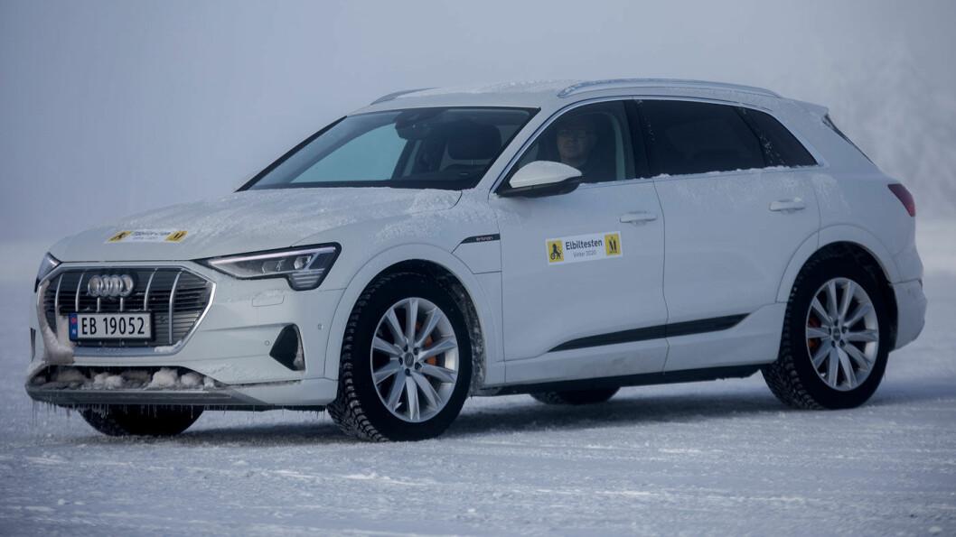 LILLEBROR: Audi e-tron 50 har et batteri på 71 kWt, maksimal oppgitt rekkevidde på 332 kilometer (Testbil-versjonen: 299 km), og maksimal ladeeffekt på 120 kW. I vintertesten klarte vi 259 kilometer.