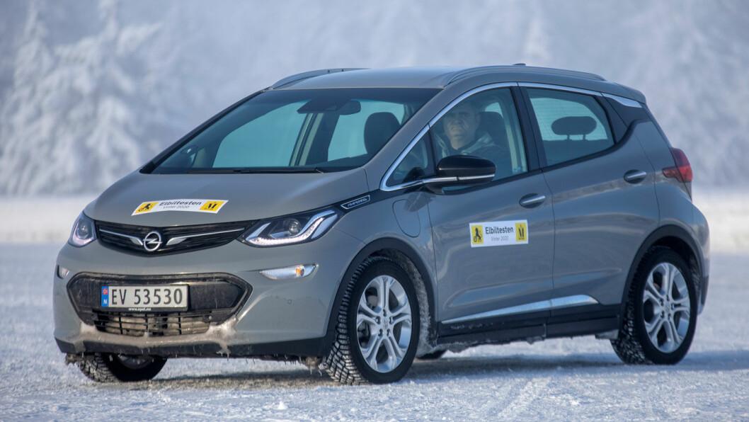 TIDLIG UTE: Opel Ampera-e var en sensasjon da den kom, men fremstår like unik i dag. Foto: Tomm W. Christiansen