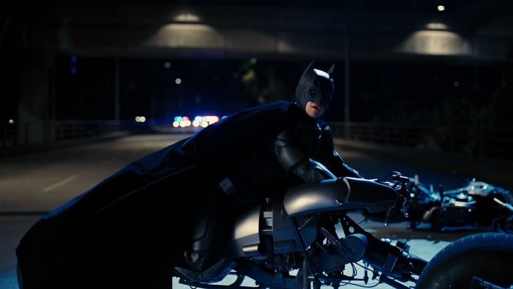BATMAN: Har du 900.000 kroner til overs, kan du bli eier av Batmans fantastiske Batpod motorsykkel og kostysme. Foto: Propstore