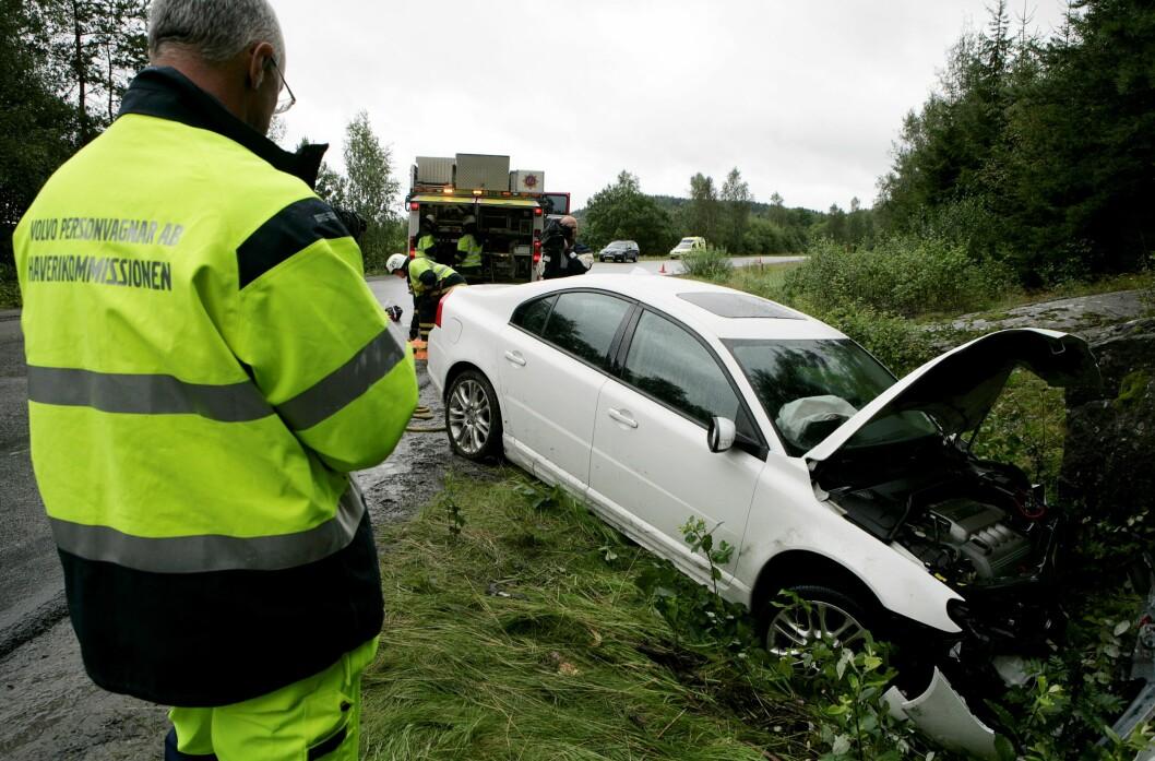 FARLIG SIDETERRENG: I fjor ble 42 personer drept i utforkjøringer på norske veier. Farlig sideterreng dreper. I Sverige forsker Volvo på alle alvorlige ulykker der deres biler er innblandet. Foto: Volvo