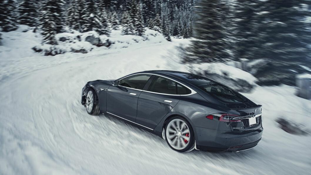 MIL ETTER MIL: Gradvise oppgraderinger har løftet rekkevidden på topputgaven av Model S til 637,5 km. Foto: Tesla Motor