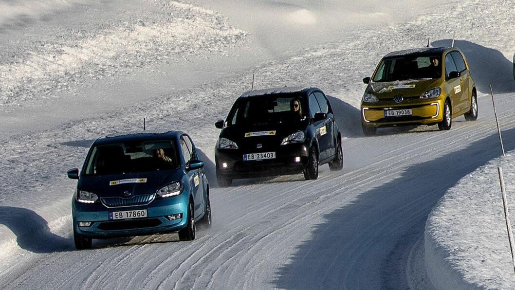PERLER PÅ SNOR: Det er mer enn fargene som skiller trillingene Skoda Citigo (blå), VW e-up! (gull) og Seat Mii. Både prisene og ladeevnen varierer. Foto: Tomm W. Christiansen