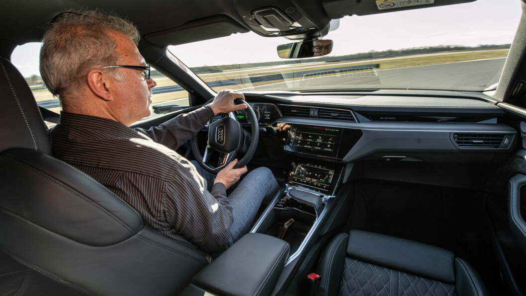 FØRSTE PRØVETUR: Her får vi selv ratte det nye el-monsteret fra Ingolstadt. Vi er dermed blant de aller første som får prøvekjøre Audi e-tron S Sportback. Foto: Tobias Sagmeister/Audi