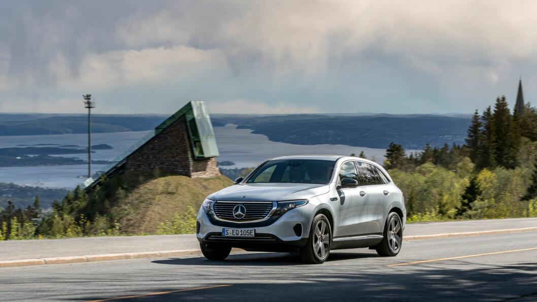 ØKER TRYKKET: El-SUV-en Mercedes EQC er symbolet på elektrifiseringen av Mercedes. Men de må produsere langt flere utslippsvennlige biler om de skal klare de nye og strengere utslippskravene. Foto: Jon Terje Hellgren Hansen
