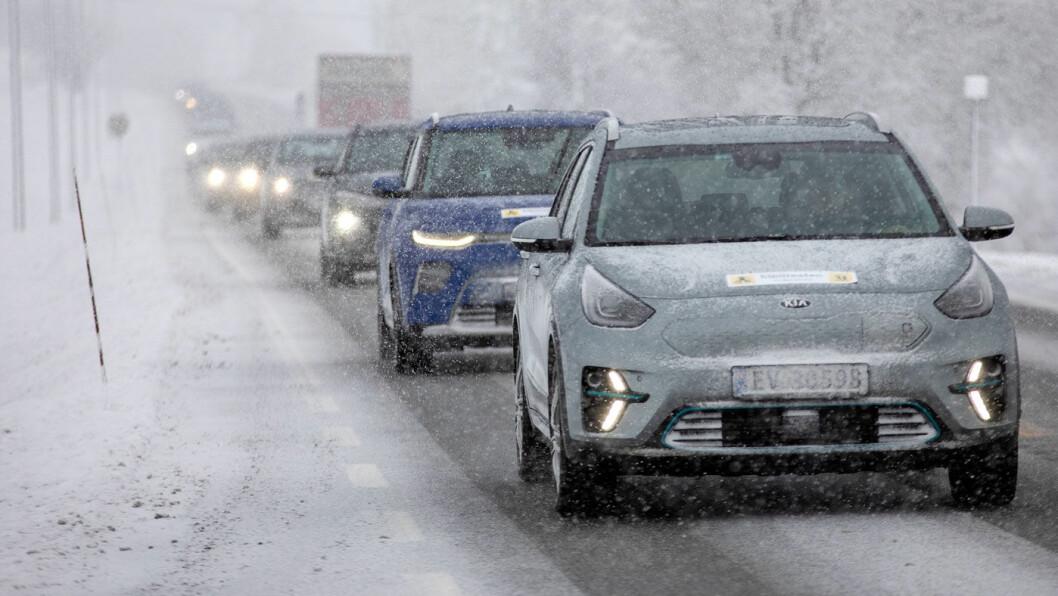 SJEFEN KOMMER BAK…: Kia-modellene e-Niro og e-Soul fremst i kolonnen på vår rekkeviddetest –foran den beste av de koreanske elbilene i rekkeviddetesten, Hyundai Kona. Foto: Tomm W. Christiansen
