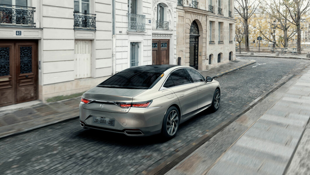 MER SPESIELL: Hekken på DS9 har mer distinkt design - det blir lettere å kjenne igjen bilen fra denne vinkelen.