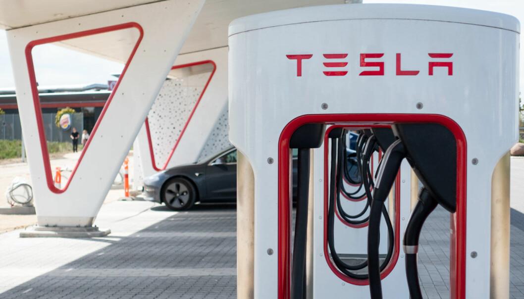 DYRERE: Snittprisen på lading ved Teslas superchargere øker fra førstkommende tirsdag.