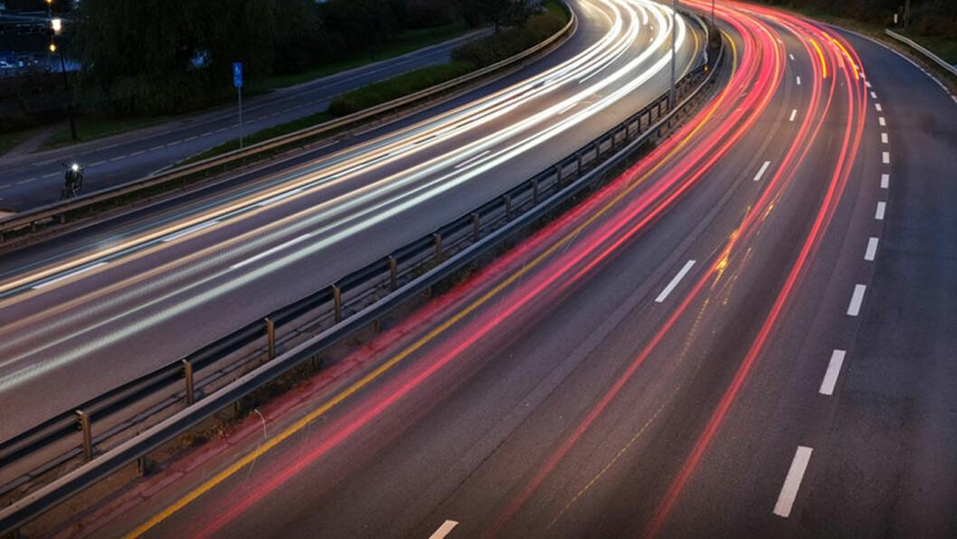 DØMT: En mann kjørte mot ni biler på E6 på Romerike over en strekning på knappe tre kilometer før han kolliderte. Kvinnen i den møtende bilen ble skadd, men reddet livet. Foto: Jon Terje Hellgren Hansen (illustrasjonsfoto)