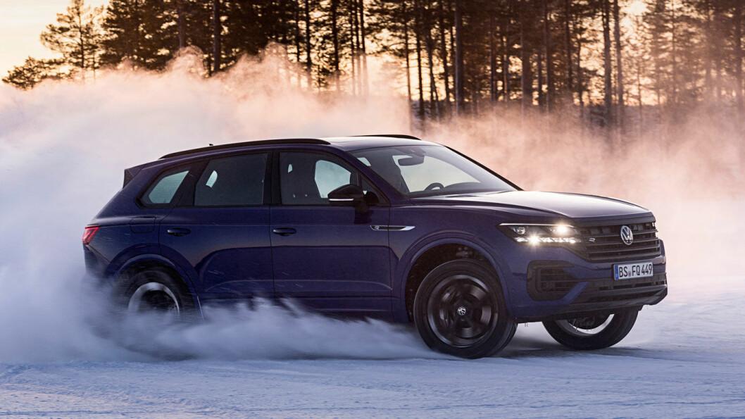 RÅSKINN: Volkswagen Touareg i R-versjon er en ladehybrid - og merkets hittil kraftigste modell. Den har også firehjulsdrift. Foto: Volkswagen AG