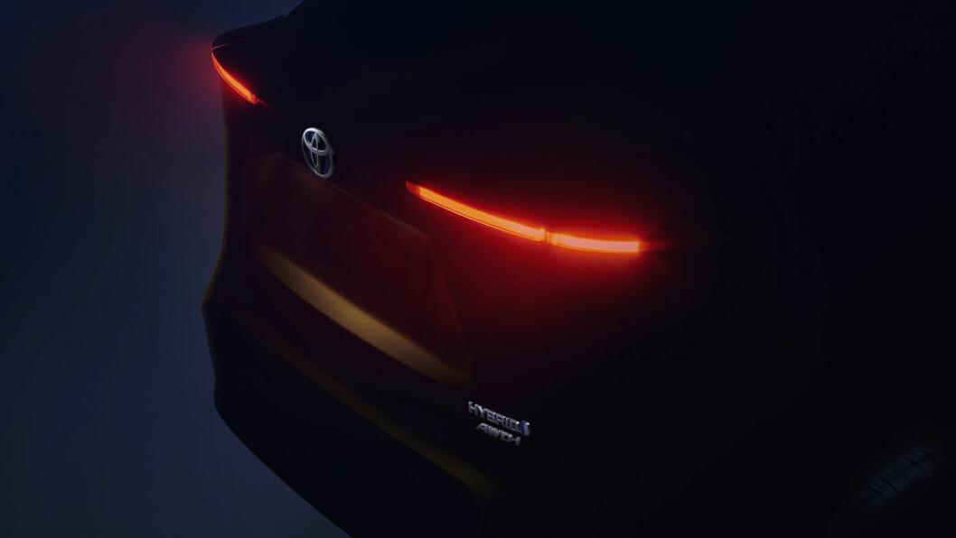 180 CENTIMETER HEKK: Dette er det eneste bildet vi har av bilen. Ikke særlig opplysende, dessverre… Foto: Toyota