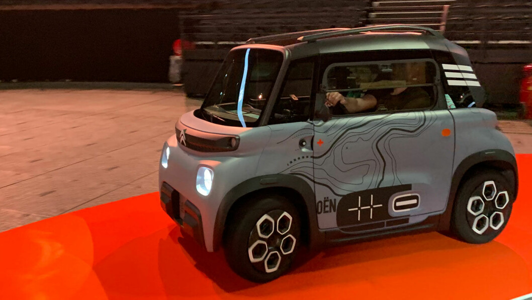 ØKONOMISK SMART: Mobilitetsobjektet, som Citroën kaller kjøretøyet, snarere enn bil, er ekstremt billig å produsere – det er tenkt økonomi fra grunnen av. Eksempel: Samme dør passer både på høyre og venstre side. Foto: Knut Moberg