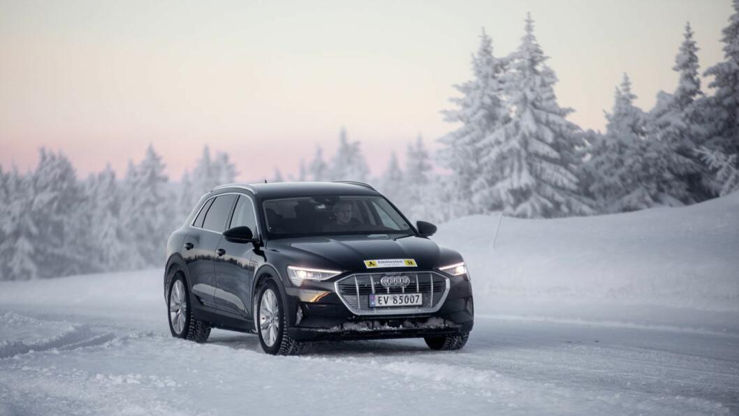 STOREBROR: Audi e-tron 55 har et batteri på 95 kWt, maksimal oppgitt rekkevidde på 431 kilometer (testbil-versjonen: 385 km), og en maksimal ladekapasitet på 150 kW. Vi kom 341 kilometer i vintertesten.