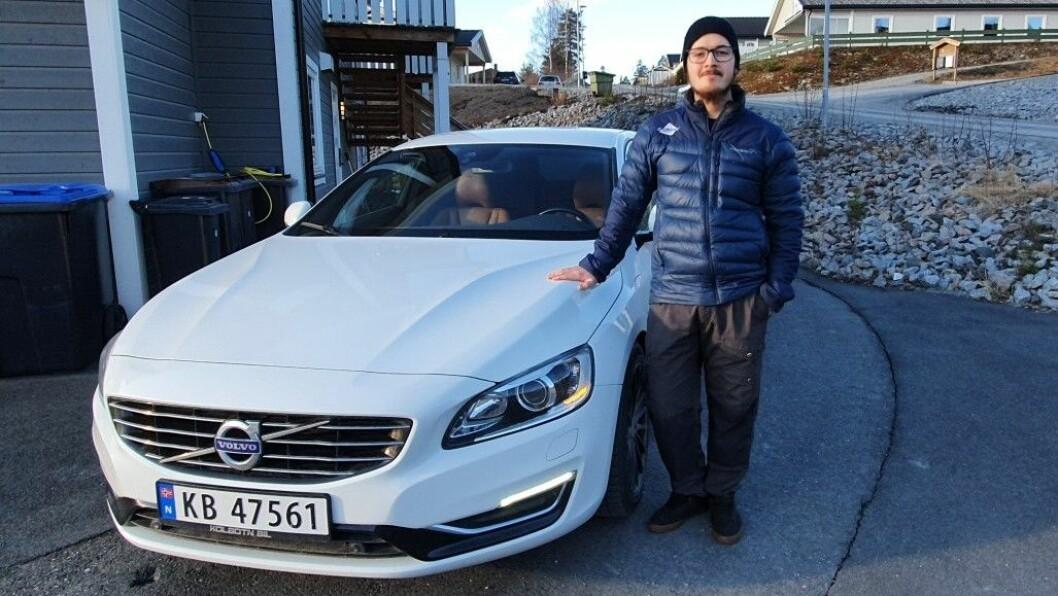 GLAD: Markus Nordeng Selvig hadde nesten gitt opp å få pengene sine fra bruktbilselgeren etter at han fikk problemer med denne Volvoen. Men så tok han saken i egne hender. Foto: Privat