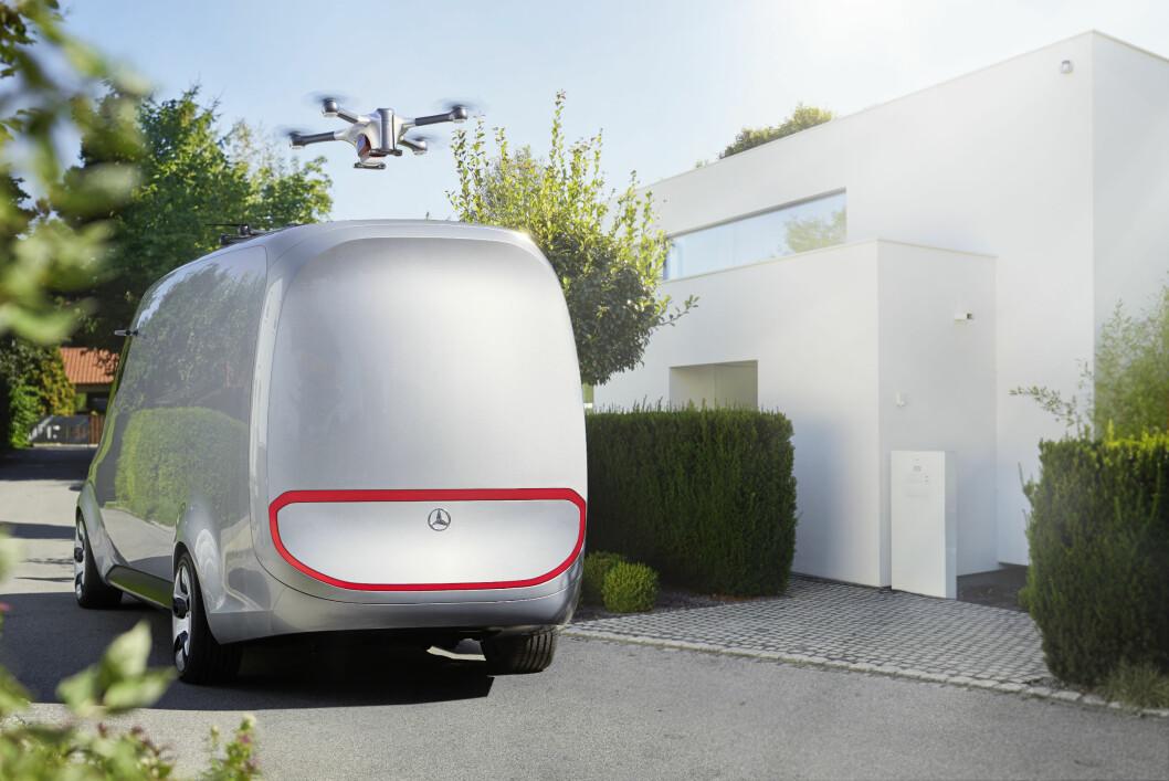 DRONER: Mercedes Vision Van har to droner på taket som leverer pakkene den siste biten fram til kundene. Foto: Mercedes