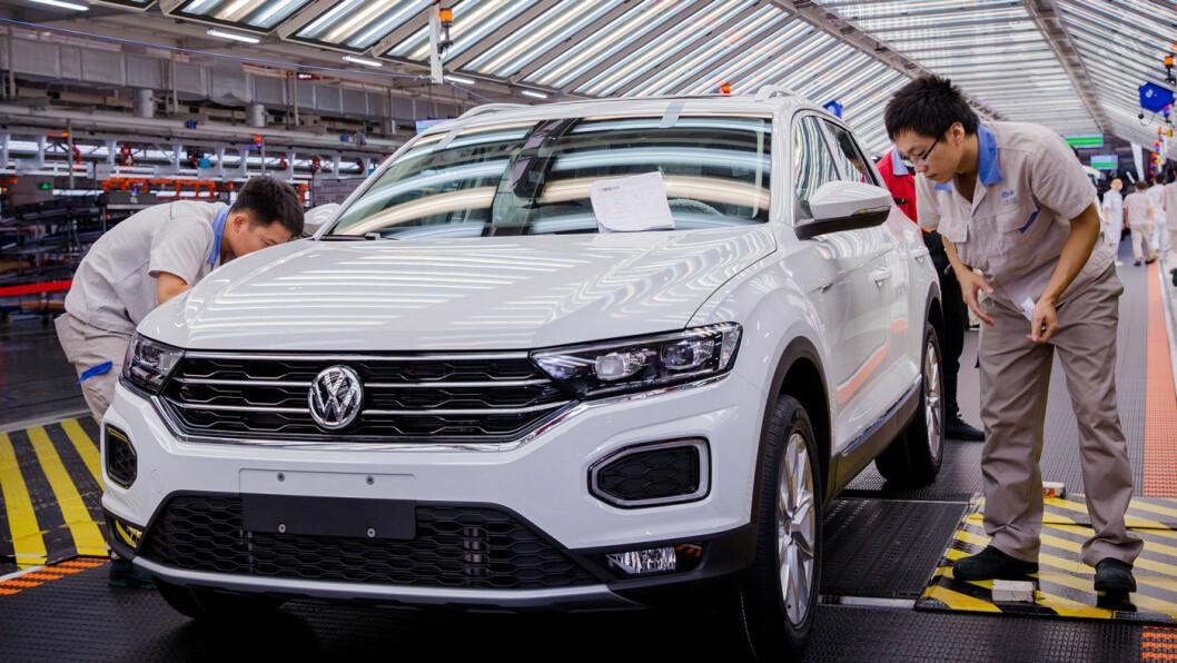 MOT LYSERE TIDER: Bilfabrikkene i Wuhan kan så smått begynne produksjonen igjen, når myndighetene nå letter forsiktig på restriksjonene for bilprodusentene – som ved denne VW-fabrikken i Foshan, 100 mil lengre sør i Kina. Foto: Volkswagen AG