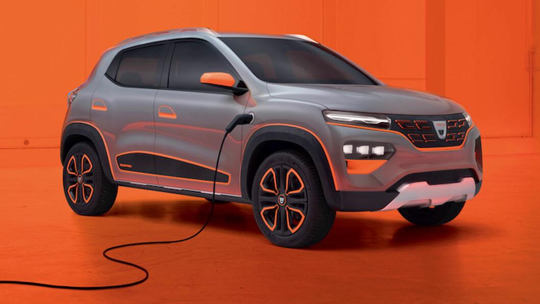 FØRST SOM SHOW-BIL: Dekorert med oransje detaljer, var det meningen at Dacia Spring skulle vises som konseptbil på bilutstillingen i Genève. Men med noen justeringer for det europeiske markedet, kan den være raskt produksjonsklar.