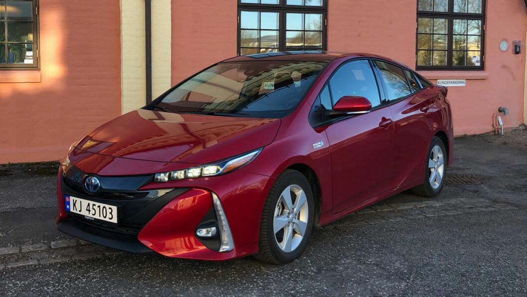 <b>SÆRPREGET:</b> Prius har i utgangspunktet et spesielt utseende. På den ladbare versjonen har særtrekkene blitt enda kraftigere.