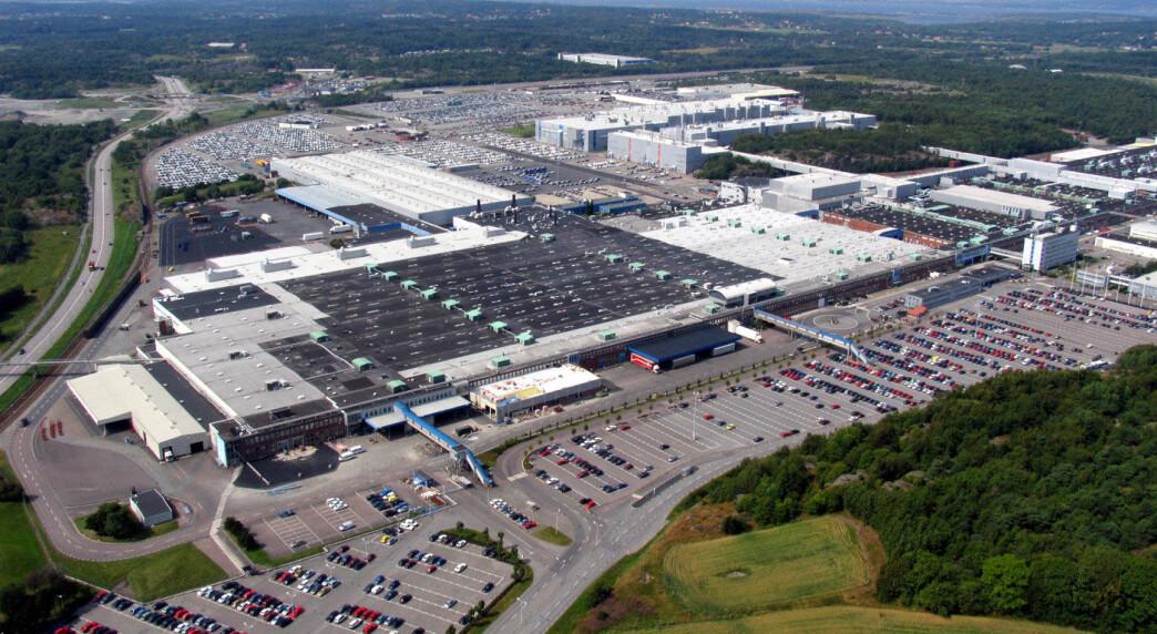 Alle stenger bilfabrikkene –til slutt også svenskene